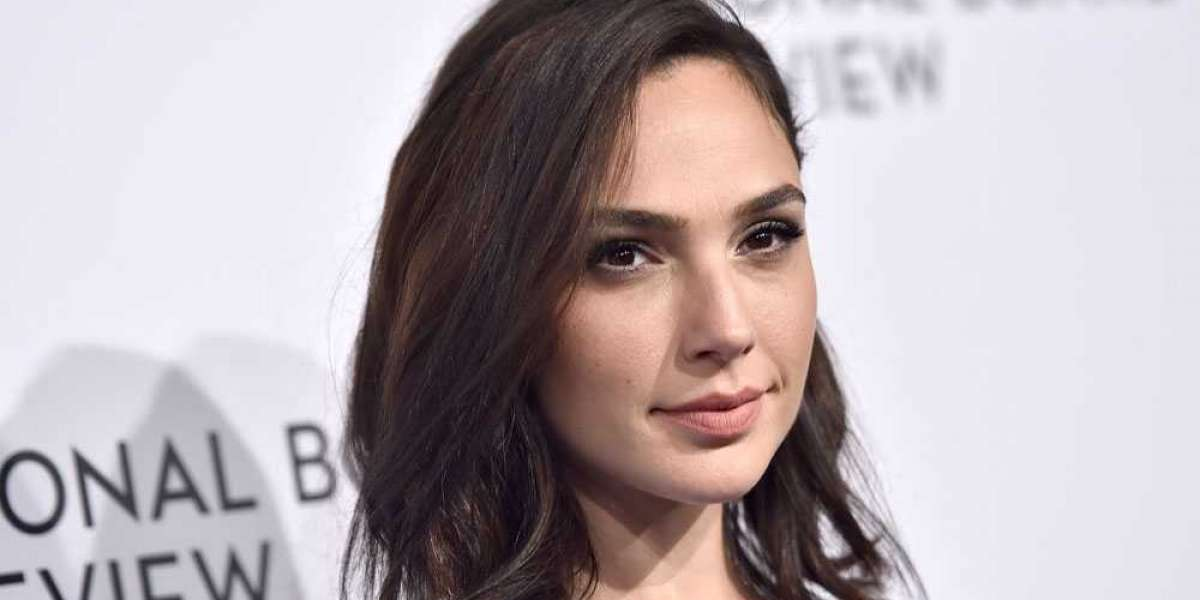 """Gal Gadot Joins the Cast of """"Heart of Stone"""""""